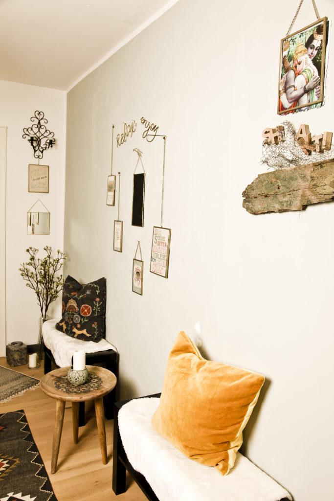 Nach der Yogastunde kannst du hier bei einem Tee entspannen und dich austauschen, wenn du magst.